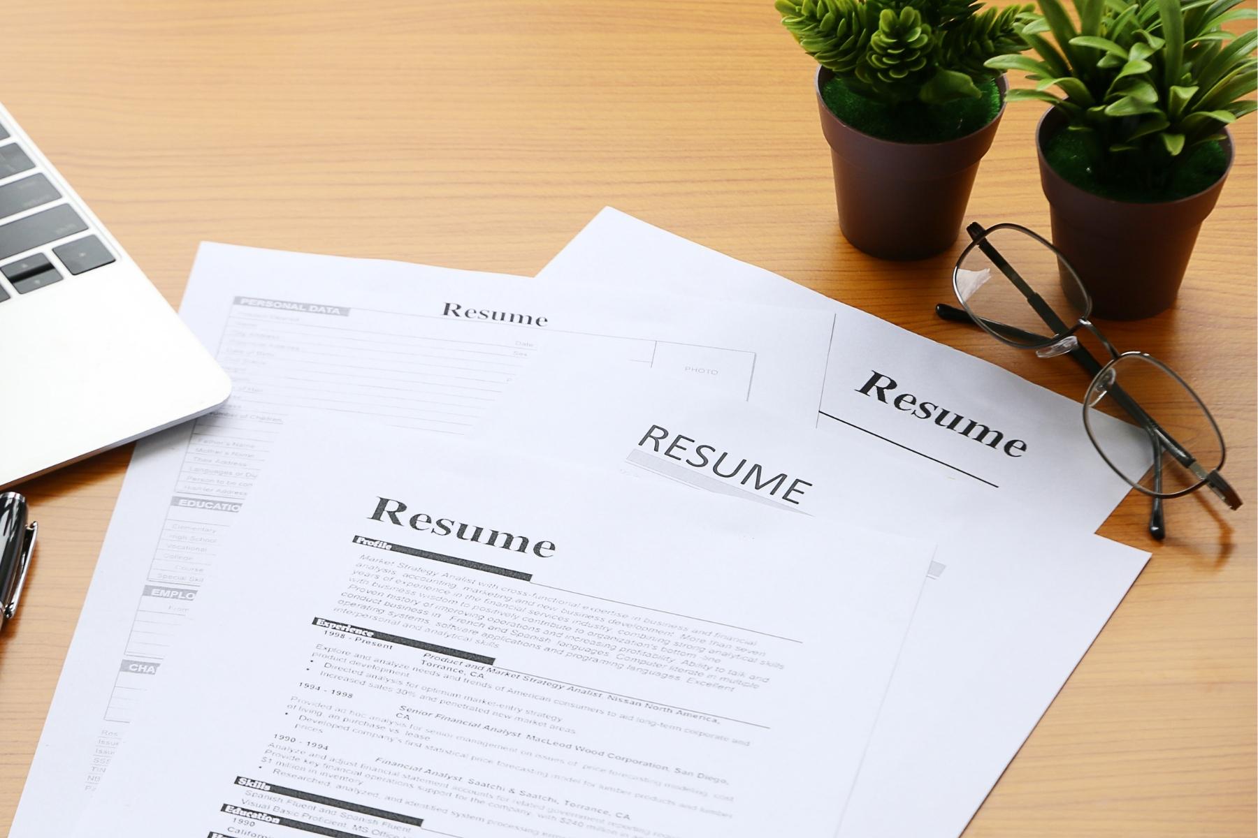 Resume <br/>Assistance